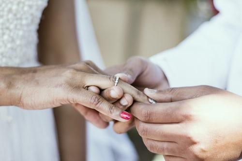 挣钱不交给老婆的男人,丈夫不给妻子钱的婚姻